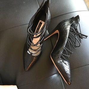Alice Olivia Snakeskin 39.5 Lace Up Black Pumps
